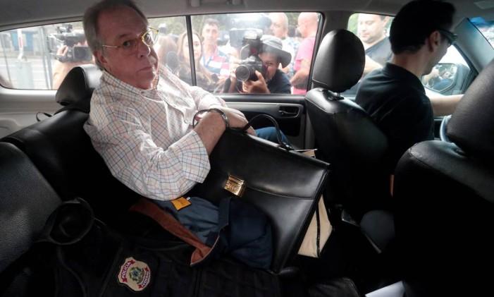 Dono da Rodrimar, Antonio Celso Grecco é escoltado pela PF durante a Operação Skala, no dia 29/03/2018 Foto: STRINGER / REUTERS