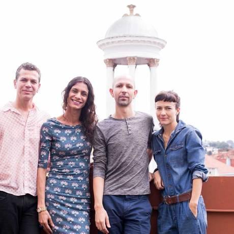Wagner Schwartz, Renata Carvalho, Maikon K e Elisabete Finger posam, em Curitiba, onde apresentam a performance 'Domínio Público' Foto: Divulgação