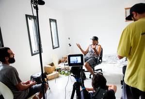 O rapper Tigrão grava depoimento para o filme Foto: Divulgação / Gabriela Rodrigues