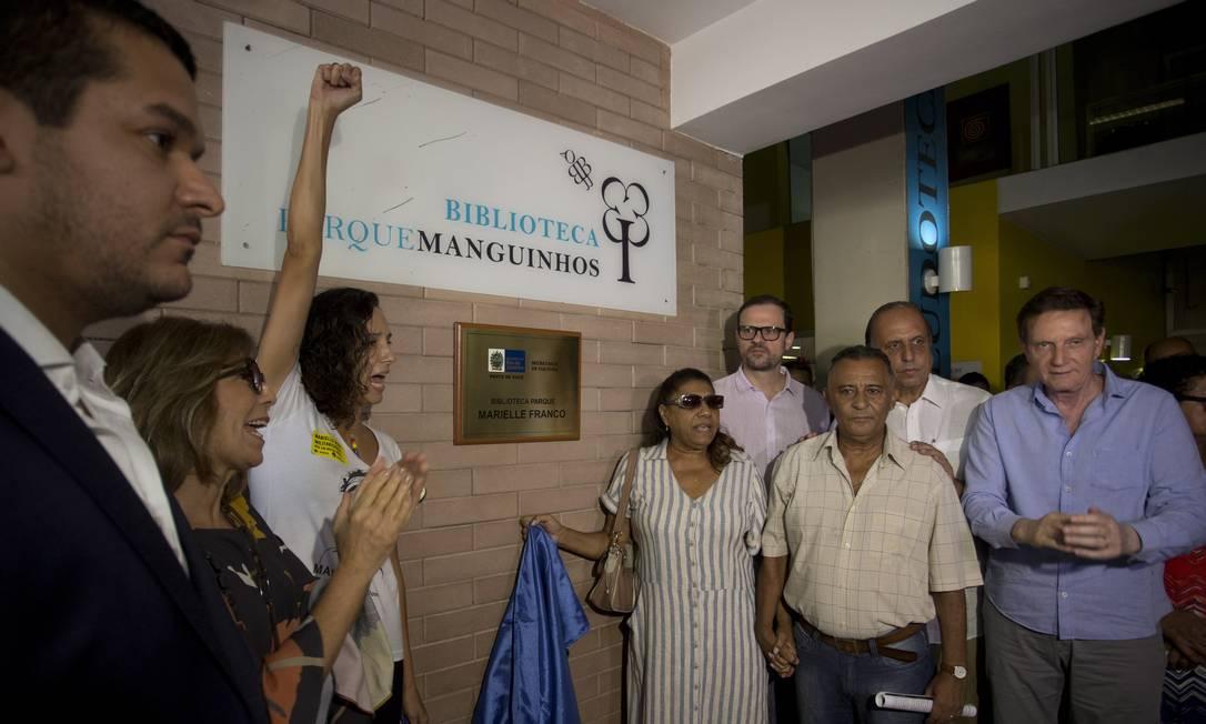 Resposta para o crime. Monica Benício, viúva de Marielle, discursa na reabertura na reabertura da biblioteca, que ganhou o nome da vereadora Foto: Márcia Foletto / Agência O Globo