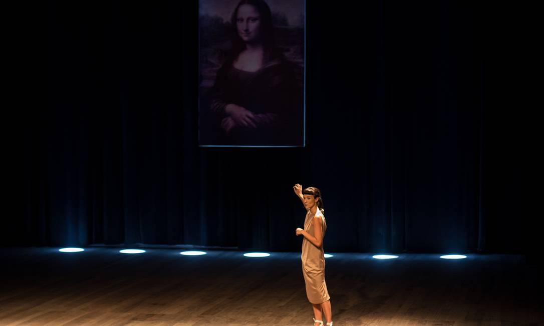 Elisabete Finger em cena na peça 'Domínio público' Foto: Humberto Araujo / Divulgação