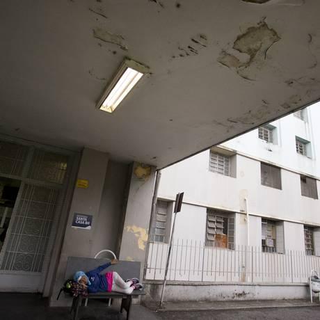 Entrada da Santa Casa de Belo Horizonte: crise no estado provoca reflexos na saúde Foto: Márcia Foletto / Agência O Globo