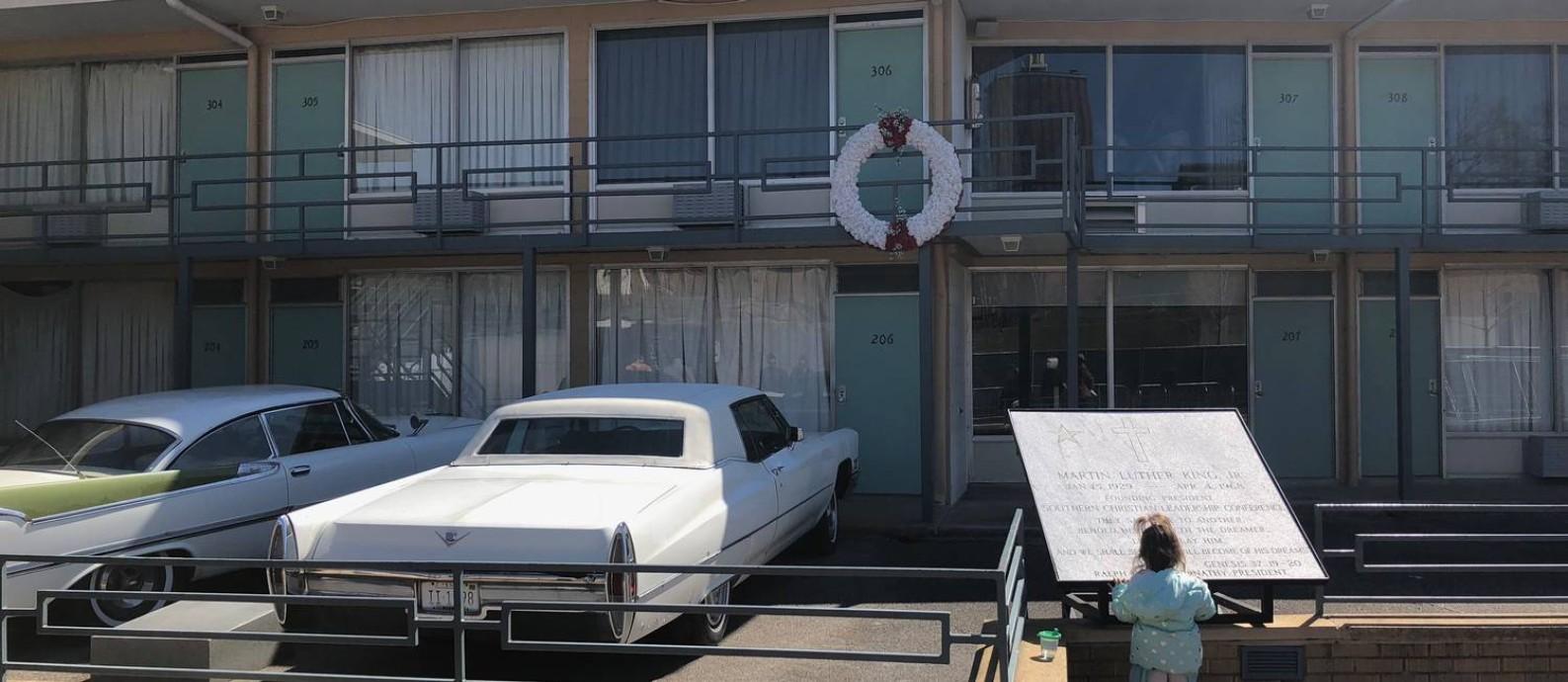 Menina visita o Lorraine Motel, onde Luther King foi assassinado e que hoje abriga o Museu dos Direitos Civis Foto: Henrique Gomes Batista