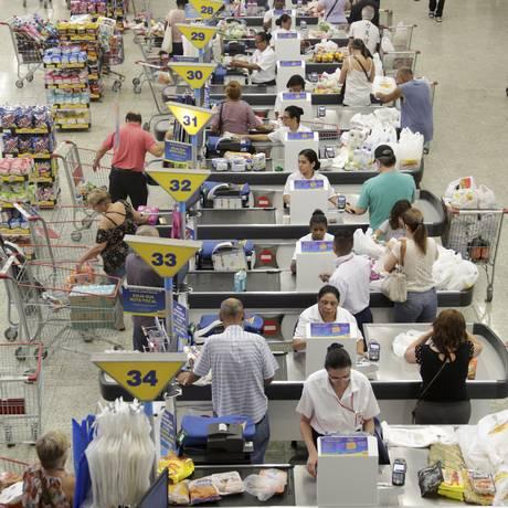 Preocupação. Vendas nos supermercados do Rio caíram 1% no ano passado, enquanto o país registrou alta Foto: Gustavo Azeredo / Agência O Globo