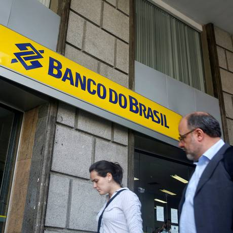 Fachada de agência do Banco do Brasil, no Centro do Rio Foto: Pilar Olivares / Reuters