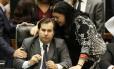Laura Carneiro conversa com Rodrigo Maia: presidente da Câmara articulou ida da deputada para o DEM