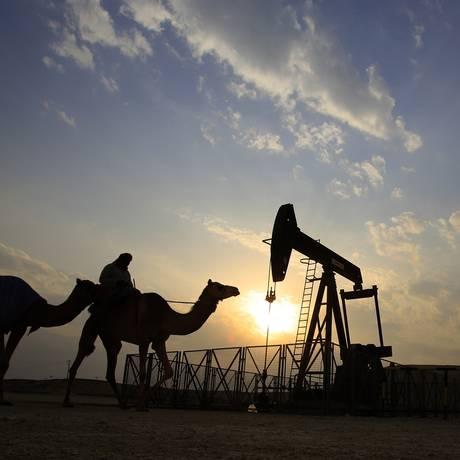 Campo de petróleo no Bahrein Foto: Hasan Jamali / AP/20-12-2015