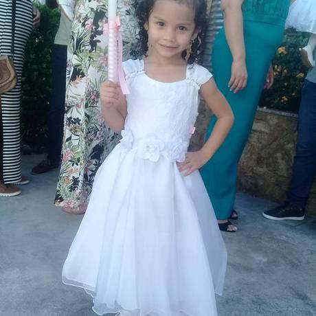 A pequena Mikaella desapareceu de casa, na Rocinha Foto: Facebook / Reprodução
