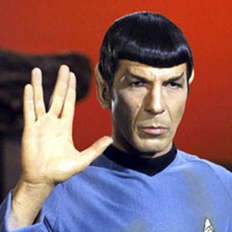 STAR TREK, Leonard Nimoy, on Vulcan, giving the 'Live Long & Prosper' salute, in Ep#34: 'Amok Time' 9/15/67. Foto: Paramount / Divulgação/courtesy Everett Collection