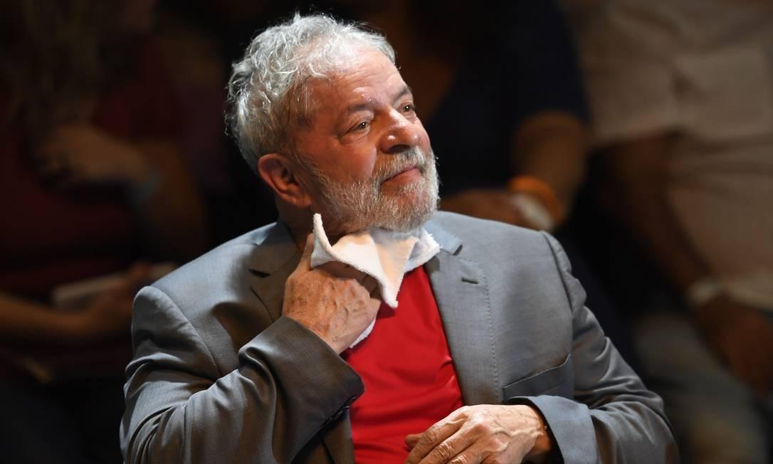 Em julho de 2017, o ex-presidente Lula foi condenado em primeira instância pelo juiz Sergio Moro a 9 anos e 6 meses de prisão no caso do triplex do Guarujá Foto: MAURO PIMENTEL / AFP