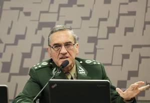 O comandante do Exército, general Eduardo Villas Bôas, participa de comissão do Senado Foto: Ailton de Freitas/Agência O Globo/22-06-2017