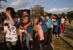 Via-Crúcis. Imigrantes participam de marcha no estado de Oaxaca, no México, com destino aos EUA: presidente americano exigiu que país vizinho detenha a caravana Foto: VICTORIA RAZO / VICTORIA RAZO/AFP