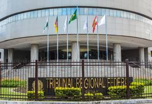 A fachada do Tribunal Regional Federal da 4ª Região (TRF-4) Foto: Omar de Oliveira/Fotoarena / Agência O Globo