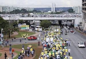 Manifestantes chegam na Esplanada dos Ministérios Foto: Michel Filho / Agência O Globo