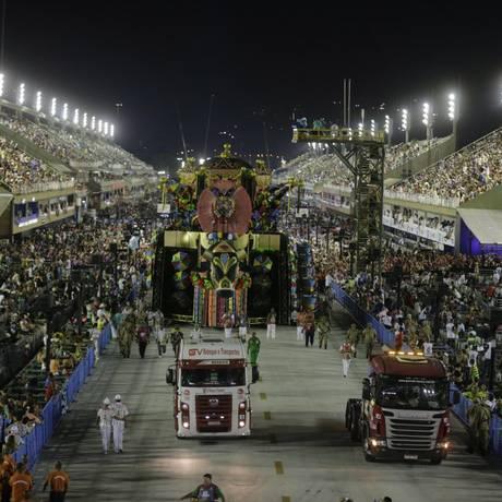 Desfile cheio de problemas quase rebaixou a Grande Rio Foto: Alexandre Cassiano / Agência O Globo