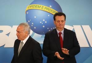 O presidente Michel Temer e ministro da Ciência durante solenidade no Planalto Foto: Givaldo Barbosa / Agência O Globo