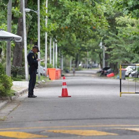 Condomínio Novo Leblon, na Barra da Tijuca, conta com câmeras de segurança e vigilantes Foto: Marcio Alves / Agência O Globo
