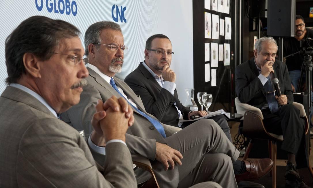 Em seminário, Jungmann e Renato Sérgio de Lima discutem saídas para melhorar o trabalho de agentes Foto: Agência O Globo