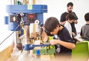 """No MundoMaker, crianças, jovens e adultos aprendem robótica e programação e colocam a """"mão na massa"""" Foto: Divulgação / ."""