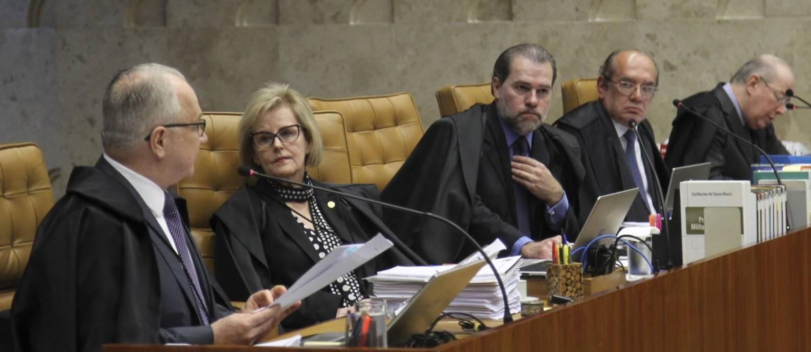 Os ministros Edson Fachin, Rosa Weber, Dias Toffoli, Gilmar Mendes e Celso de Mello Foto: Aílton de Freitas / Agência O Globo
