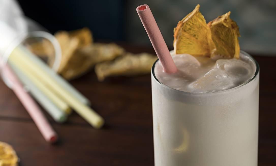 Garoa. Piña Garoa, releitura do clássico de origem mexicana, com rum, licor artesanal de abacaxi, leite de coco e bitter de laranja (R$ 28). RODRIGO AZEVEDO FOTOGRAFIA / Divulgação
