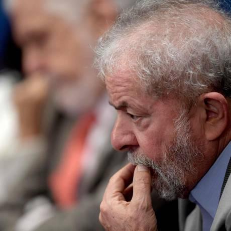 Defesa do ex-presidente Lula diz que vai tomar medidas para evitar prisão Foto: EVARISTO SA / AFP