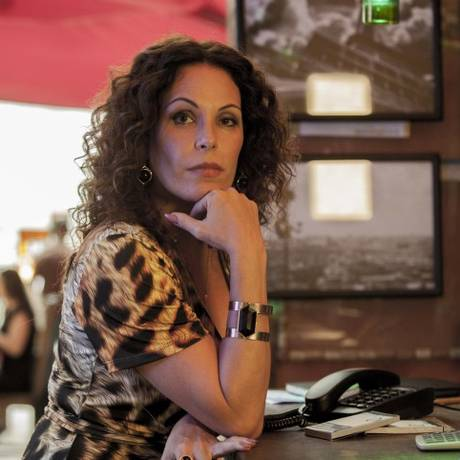 Carolina Ferraz em cena de 'A glória e a graça', de Flávio Tambellini Foto: Divulgação