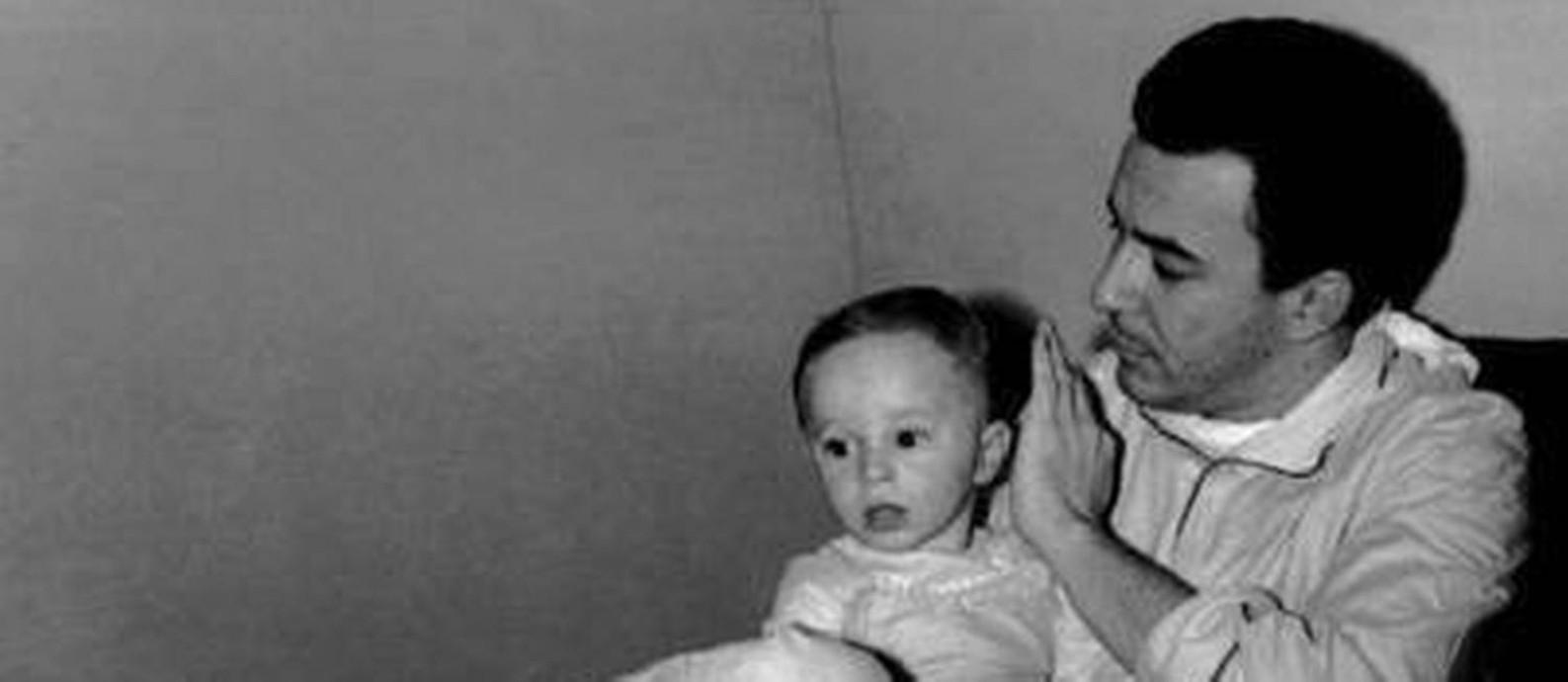 Marcelo Gilberto, com João: 'Meu pai foi efetivamente sequestrado e alienado de mim' Foto: Reprodução do Facebook