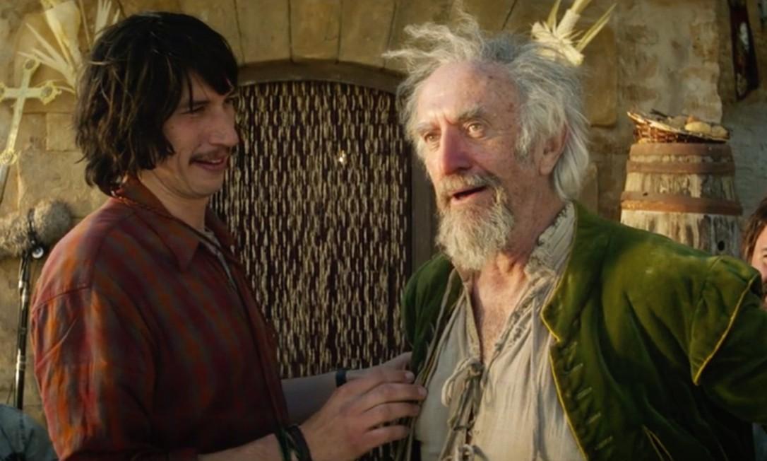 Adam Driver e Jonathan Pryce em cena do filme Foto: Reprodução