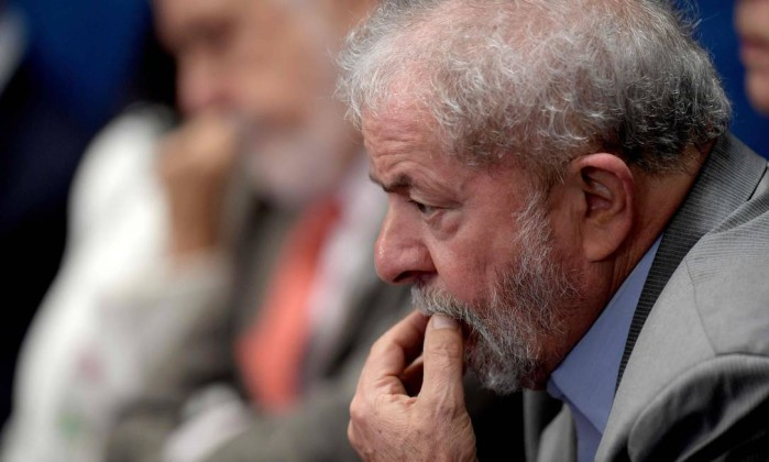 Lula deixa sede de instituto após decisão de Moro