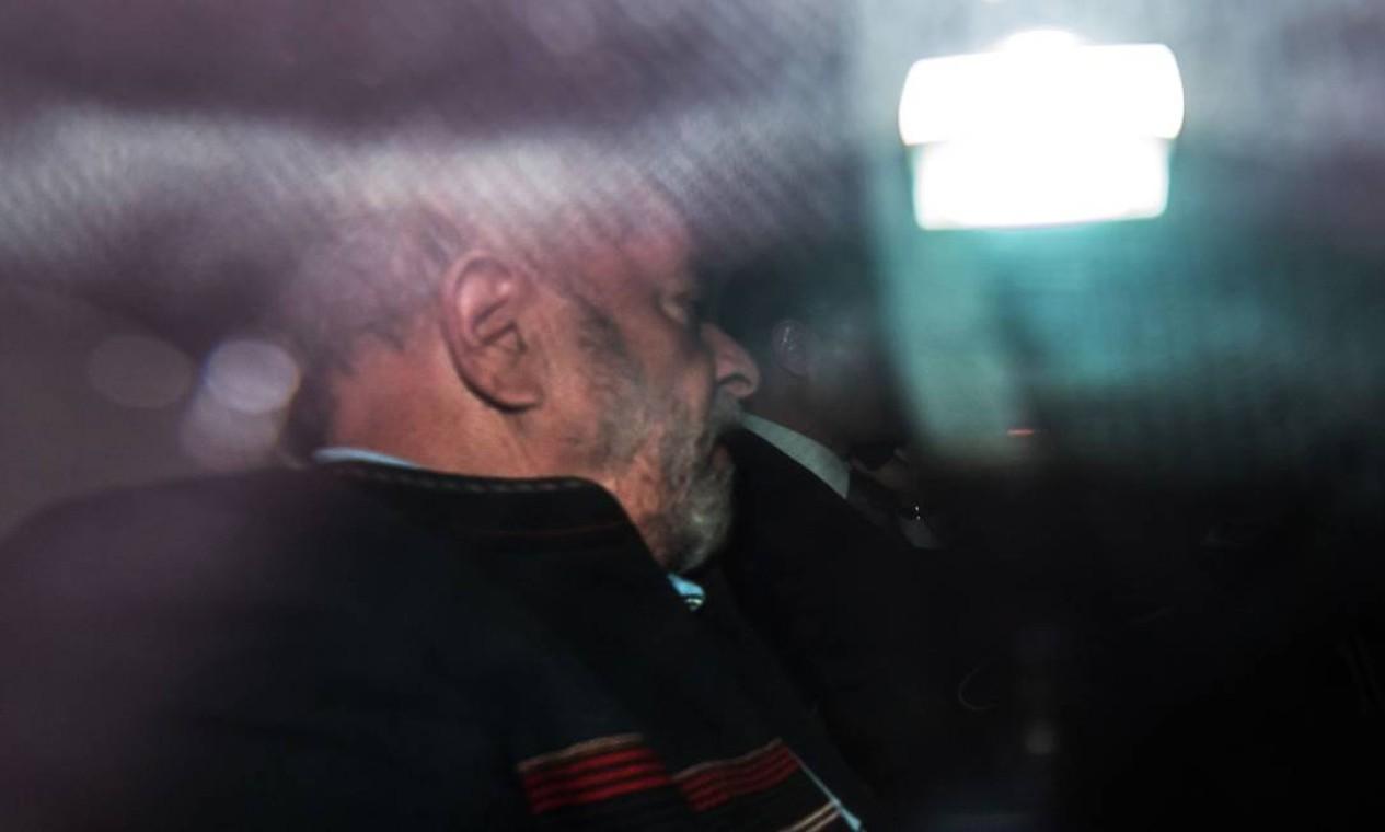 O ex-presidente havia passado o dia anterior no Instituto Lula, antes de ir para o prédio do sindicato. Foto: NELSON ALMEIDA / AFP