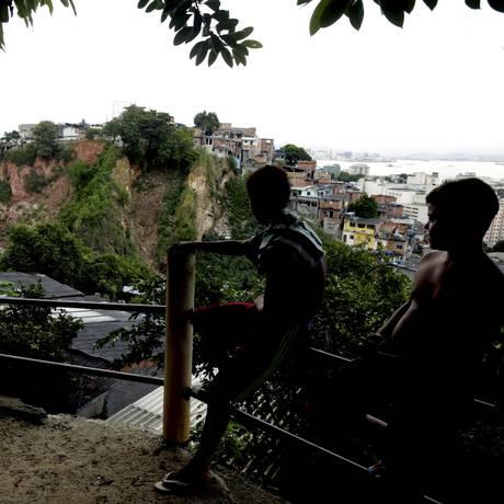 Oito anos após tragédia no Morro do Bumba, perigo continua em Niterói Foto: Marcelo Theobald / Agência O Globo