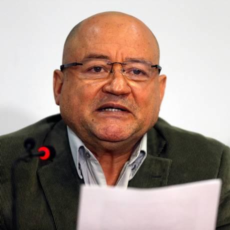 Carlos Antonio Lozada, da Farc, pede votos para candidatos comprometidos com acordo dez paz, em coletiva de imprensa em Bogotá Foto: JAIME SALDARRIAGA / REUTERS
