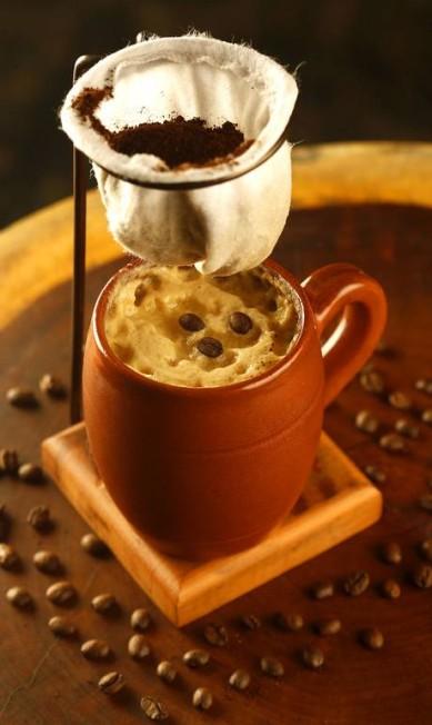 Coquetel Palace. Cachaça envelhecida, café coado, licor de amêndoas e espuma de melado de cana. Fábio Rossi / Divulgação