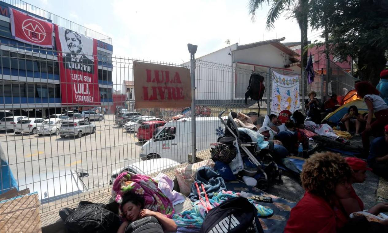 Eles passaram a manhã prestando apoio ao ex-candidato Foto: STRINGER / REUTERS