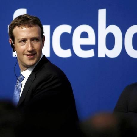 CEO do Facebook, Mark Zuckerberg, vem sendo pressionado a explicar escândalos envolvendo roubo de dados e interferência política na rede social Foto: Stephen Lam / REUTERS