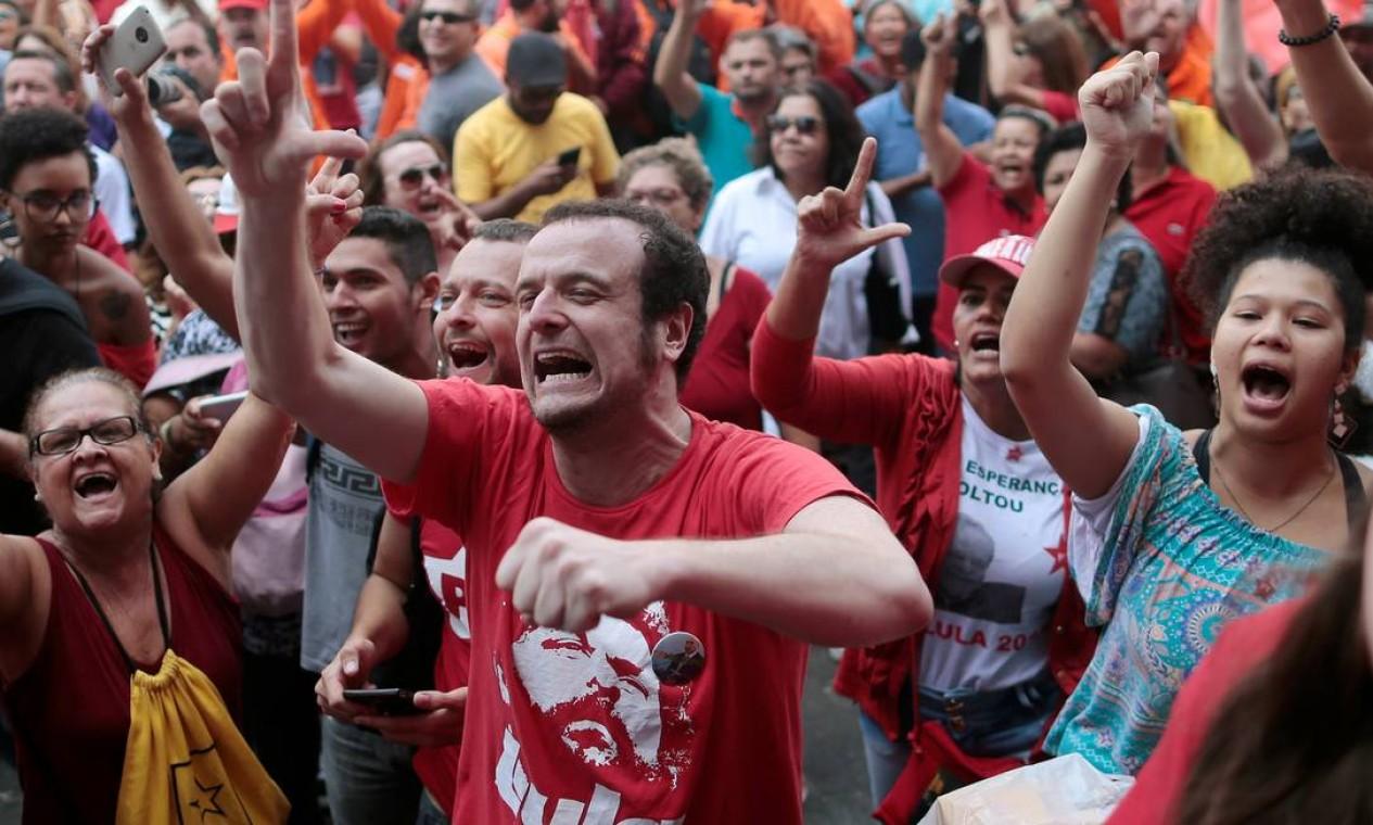 Eles passaram a manhã entre discursos e cantos Foto: STRINGER / REUTERS