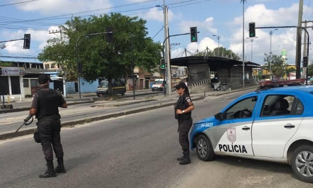 Policiais do 27º BPM (Santa Cruz)reforçaram o policiamentopróximos à estação incendiada Foto: Divulgação / Polícia Militar