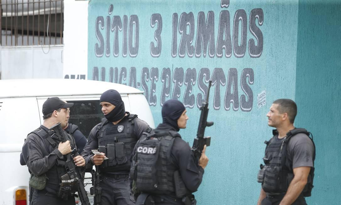 Suspeitos estavam em uma festa num sítio em Santa Cruz Foto: Antonio Scorza / Agência O Globo