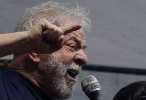 Lula fala a militantes em São Bernardo do Campo Foto: AP
