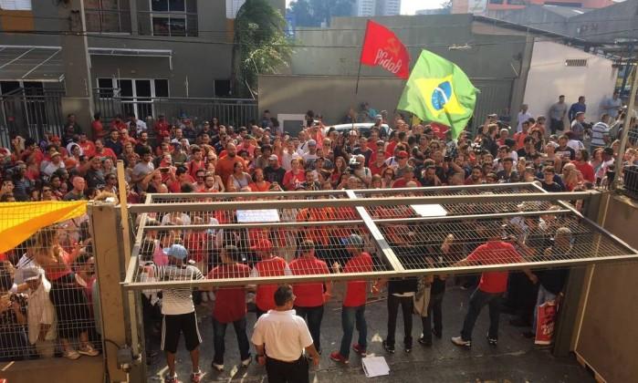 Políticos do PT pedem inclusão de Lula em seus nomes
