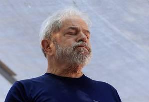 O ex-presidente Lula discursa em carro de som em frente ao Sindicato dos Metalurgicos no ABC Foto: Edilson Dantas / Agência O Globo