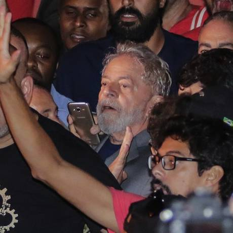 Ex-presidente Lula na saída do Sindicato dos Metalúrgicos do ABC Foto: Thiago Bernardes / AP