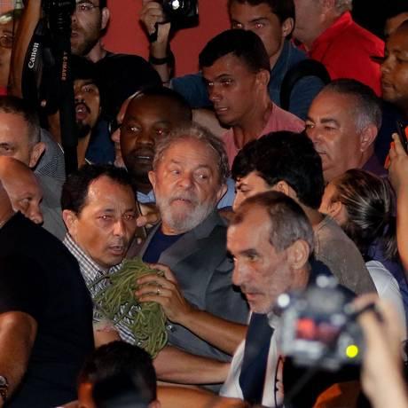 Lula deixou o Sindicato dos Metalúrgicos nos braços do povo Foto: THIAGO BERNARDES / AFP