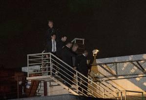 Agentes de PF usaram terno e gravata, em vez de colete da corporação Foto: PABLO JACOB / Agência O Globo