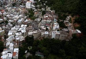 Sem limites, milicianos aterraram Rio das Pedras e Muzema, áreas do entorno da Lagoa de Marapendi que eram protegidas Foto: Custódio Coimbra / Agência O Globo