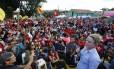 A presidente nacional do PT Gleisi Hoffman discursando em Curitiba em vigília contra prisão de Lula