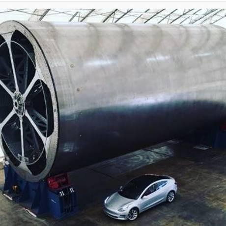 A imagem publicada por Musk em sua conta na rede social Instagram mostra o tipo de mandril ou gabarito em torno do qual serão montadas as peças do corpo principal do BFR Foto: Reprodução/Instagram