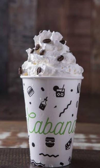 Cabana Burger. O Amarula Shake (R$31) é uma opção alcoólica com o tradicional licor sul-africano de café e crustado com baunilha. BarraShopping, loja 246 (3328-3019) Divulgação