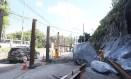 Pedras deslizaram para a Estrada do Itanhangá Foto: Guilherme Pinto / Agência O Globo